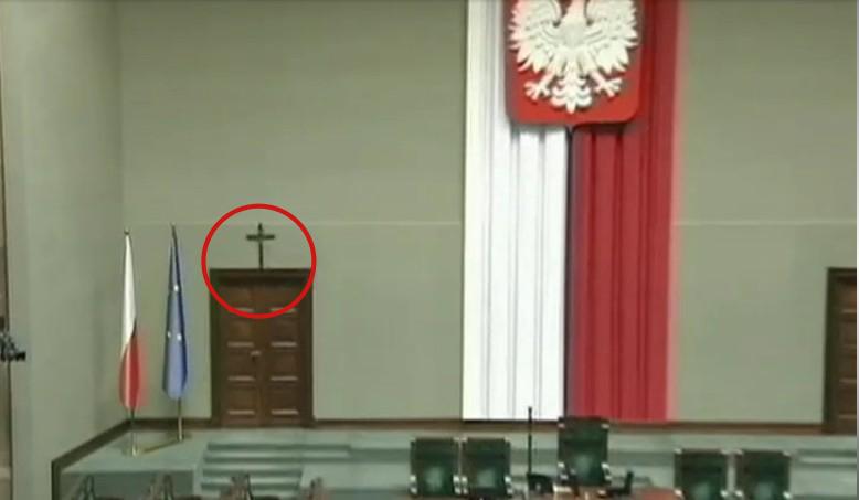Corpus Delicti: Das Kreuz im Sejm