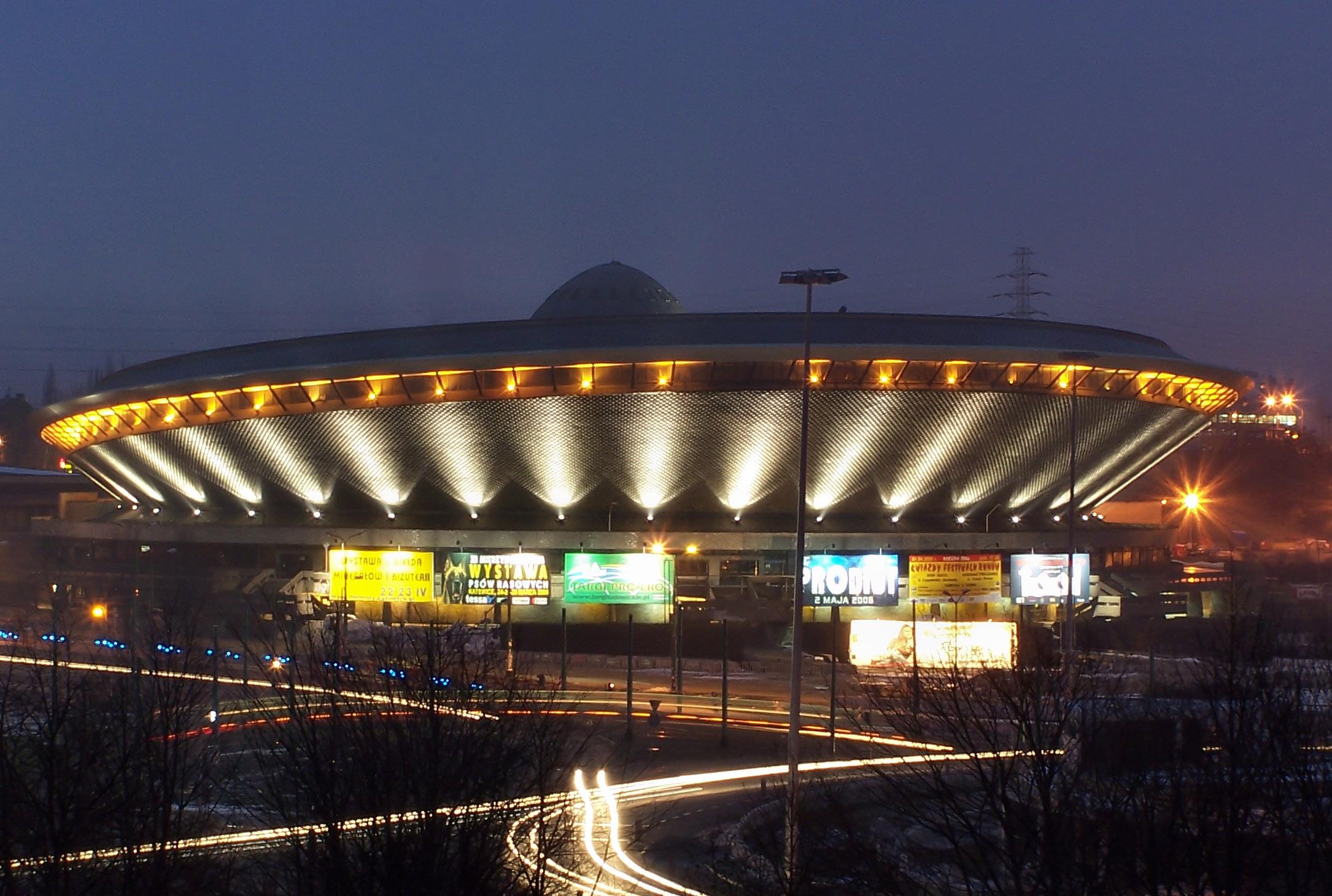 Veranstaltungshalle Spodek in Katowice, Polen; Foto: Wikimedia Commons, Jan Mehlich