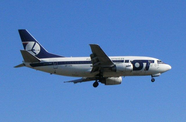 Boeing 737-500 der polnischen Fluglinie LOT polish airways, Foto: marcinj, GNU FDL