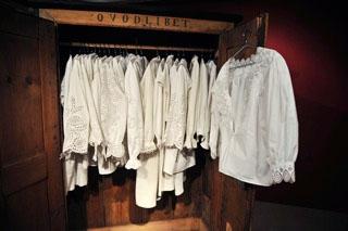 Ausstellung alt vertrautes–neu entdecken, weiße Blusen, Polen, 19. Jhd.; © Ethnografisches Museum Krakau, Fotograf: Lukasz Grudysz