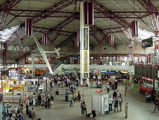 Flughafen Fryderyk Chopin, Warschau-Okecie, Terminal 1, Foto: Foma, GFDL | CC-BY-SA-3.0,2.5,2.0,1.0