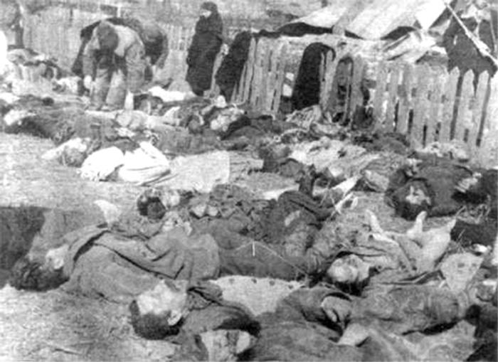 Polnische Opfer in Wolyhnien, Foto: Wladys?awa Siemaszkow Ludobójstwo, S1294, Sammlung Henryk Slowinski, public domain