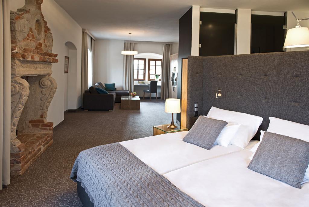Schlosshotel7stawow, Foto: Hotel; www.uroczysko7stawow.de