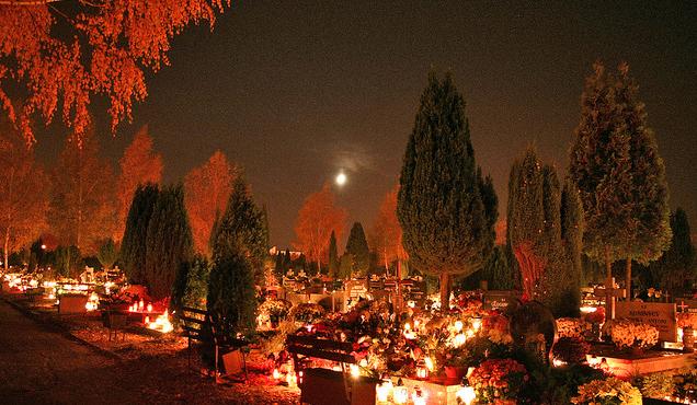 Allerheiligen auf dem Warschauer Powazki-Friedhof, Foto: Marcin Kargol CC-BY-2.0