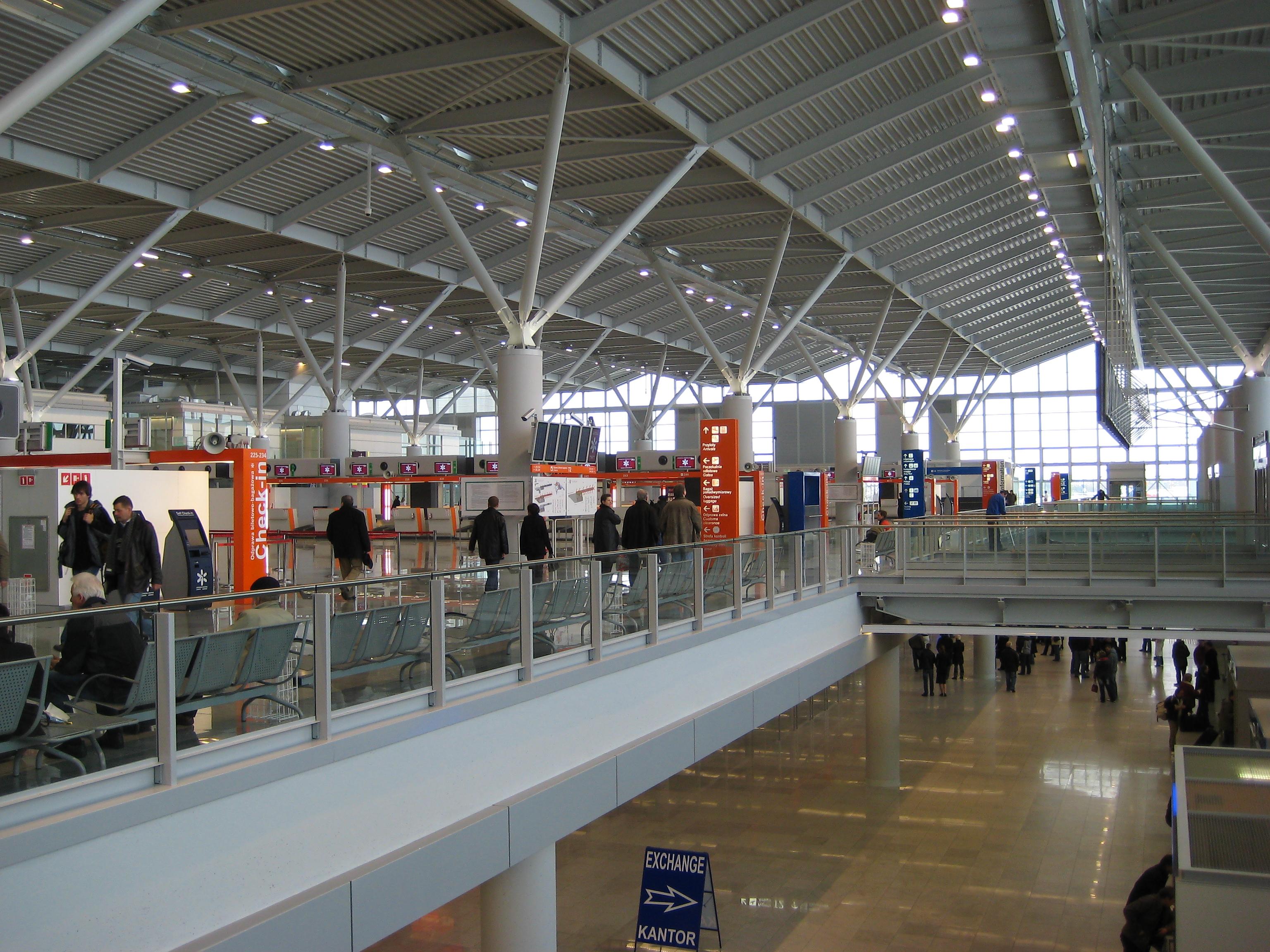 Flughafen Frederic Chopin in Warschau, Terminal 2, Foto: Kescior, CC-BY-SA-3.0,2.5,2.0,1.0