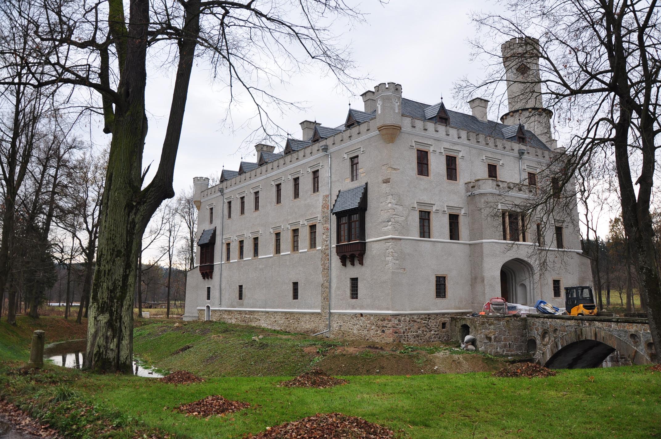 Schloss Fischbach (Karpniki) bei Jelenia Gora Foto: Beemwej, Monument ID 592041, CC-BY-SA-3.0-PL