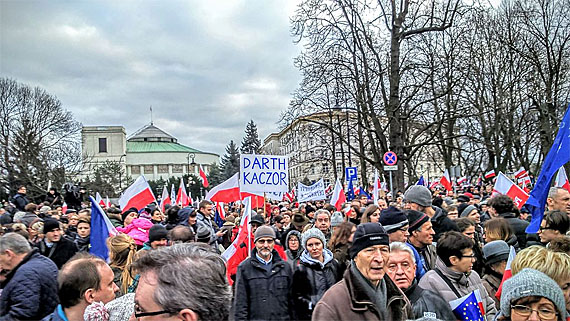 Demonstration des KOD vor dem Sejm in Warschau, Foto: Sankoff64, CC-BY-SA 4.0