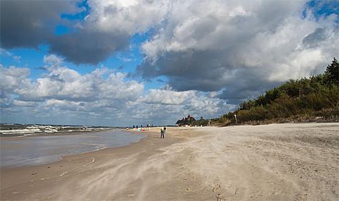 Strand bei Leba, Foto: Tomasz Chorwat, CC-BY-SA-4.0,3.0,2.5,2.0,1.0