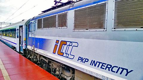 Intercity-Zug der polnischen Bahnlinie PKP