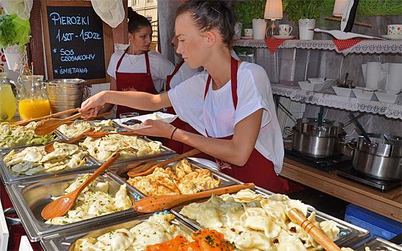 Pierogi, die polnischen Maultaschen am Straßenstand, Foto: Silar, CC BY-SA 4.0