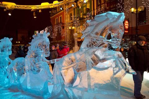 Weihnachtsmarkt Olsztyn, Im Eisskulpturenpark, Foto: Mazaki, CC BY 3.0