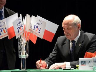 Polen: Verteidigungsminister Antoni Macierwewicz lässt den Smolensk-Absturz neu untersuchen