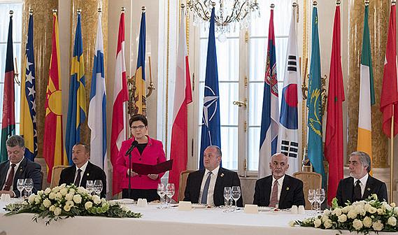 Abendempfang der polnischen Ministerpräsidentin Szydlo beim NATO-Gipfel, Foto P. Tracz / KPRM, CC0