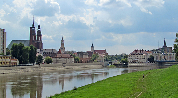 Oppeln (Opole), Oderpanorama mit Altstadt, Foto: Daviidos, CC BY-SA 3.0