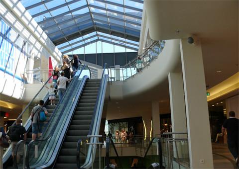 Shoppingmalls, schicke Läden - miese Löhne