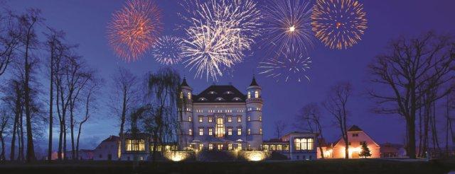 Silvester-Feuerwerk über Schloss Wojanow in Niederschlesien, Polen. Foto: Schloss Wojanow