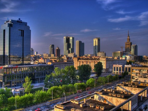 Polens Hauptstadt Warschau vereint moderne Architektur und gotische Kirchen. Dieses Stadtbild ist der Grund für viele Touristen, Warschau zu besuchen. Foto: Pixabay.com © 12019 (CC0 Creative Commons)